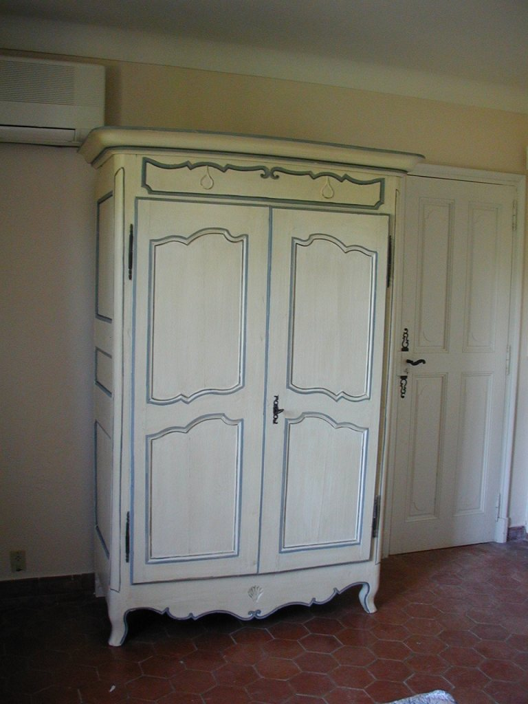 Peindre armoire bois conceptions architecturales - Relooker armoire ancienne ...