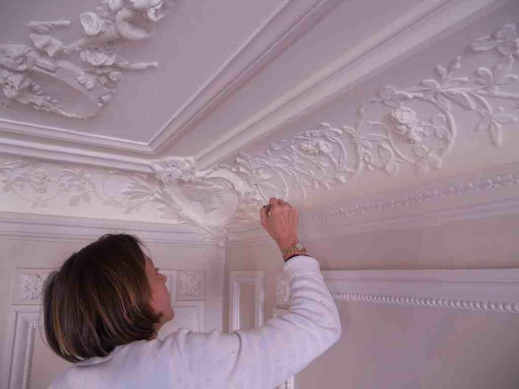 Ornementations D Un Plafond Filets Et Motifs Peintres