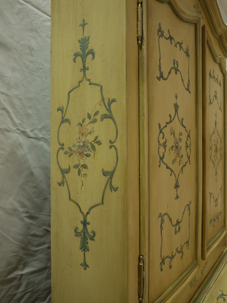 Meuble peint sur un scriban du xviiie si cle r alisation d un d cor rocaille de patine for Peintre decorateur