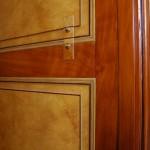 FAUX BOIS : Dans la bibliothèque d'un château classé, détail du décor de style empire en loupe d'orme, acajou et filets d'ébène. (création/collaboration P.F Battisti)