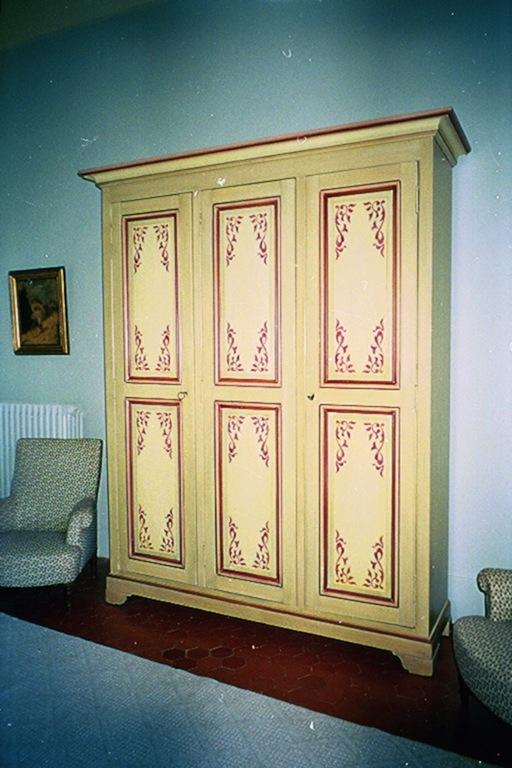 Decoration meuble peint elegant dco salle manger for Patiner un meuble peint