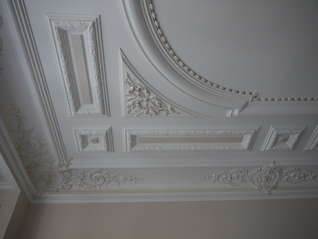 Faux plafond chambre a coucher tunisie for Staff decor plafond salon