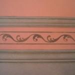 fausse moulure et frise peinte au pochoir
