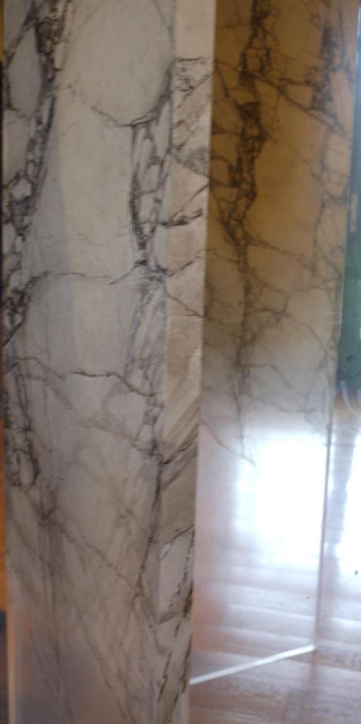Faux marbre sur sculpture en plexiglas peintres d corateurs for Peintre decorateur